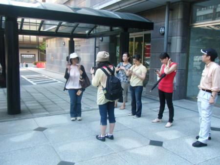 横浜市内図書館的施設ツアーの一コマ。新聞ライブラリー、放送ライブラリーがある情報文化センターにて
