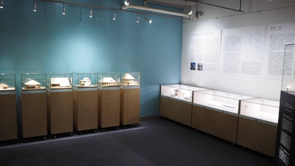 東京工業大学博物館の展示風景(2階展示室「百年記念館/篠原一男」)。