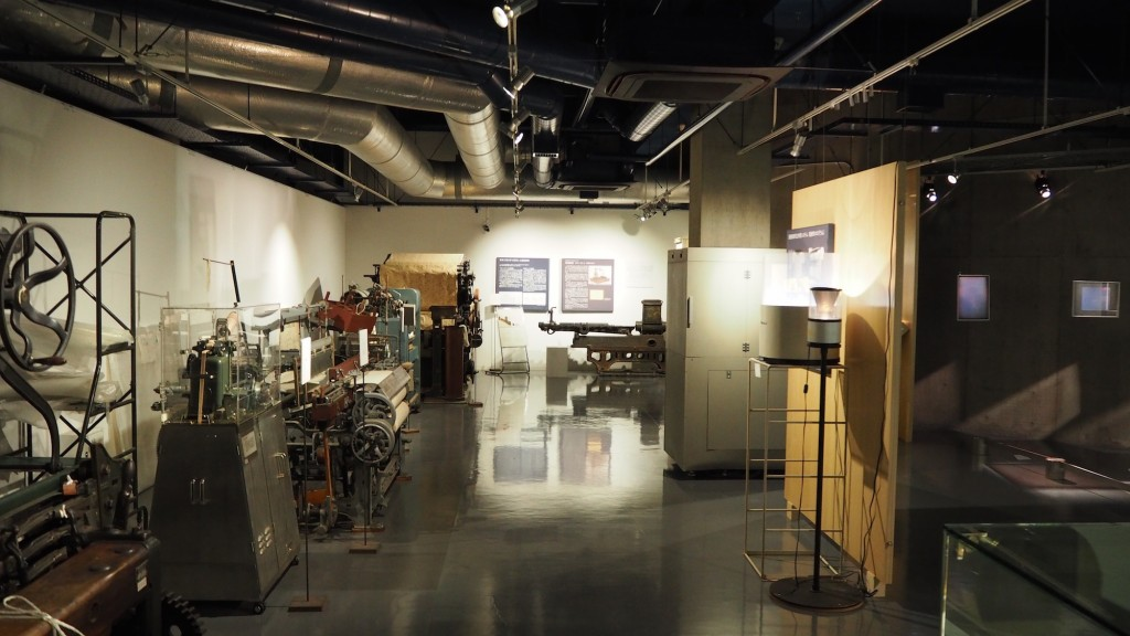 東京工業大学博物館の展示風景(地階・特別展示室B)。
