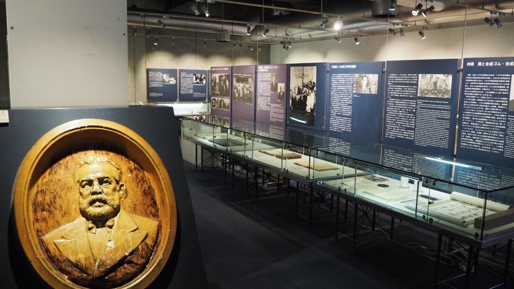 東京工業大学博物館の展示風景(地階・特別展示室A)。