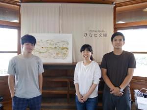左から、真ん中の絵をライブペインティングしてくれた手嶋勇気さん、ひなた文庫の竹下恵美さん・中尾友治さん。
