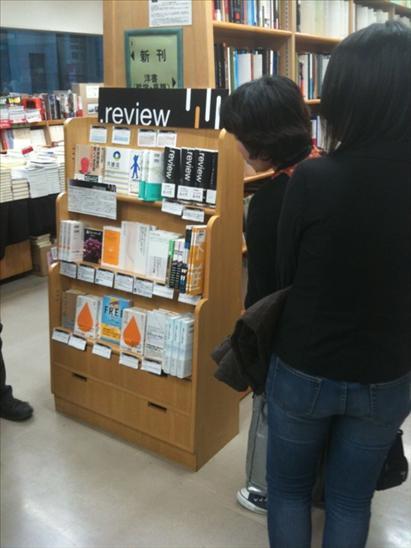 ジュンク堂新宿店で行われた選書フェアの風景。