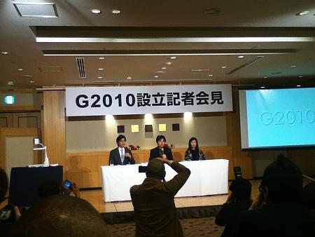 記者会見には船山氏、村上氏、作家のよしもとばなな氏が出席。
